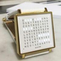 Reloj Qlocktwo blanco - dorado.